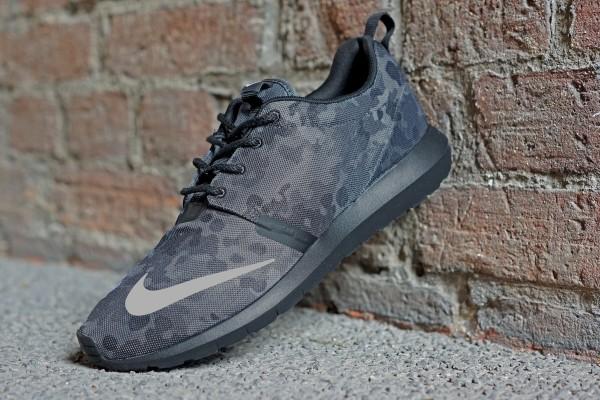 Nike_Rosherun_NM_FB_685196_001_01