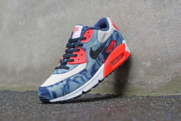 Nike_AM90_DNM_700875_400_FB01