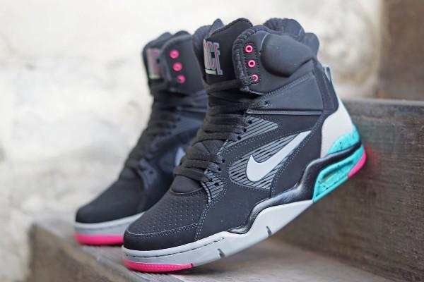 Nike_Air_Command_Force_684715_001_FB01