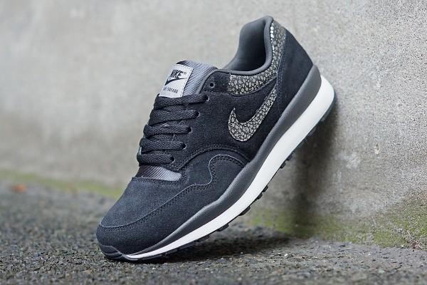 Nike_Air_Safari_371740_005_FB01