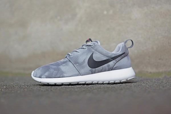 Nike_Rosherun_655206_001_FB03